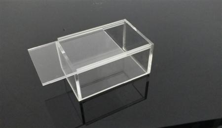 hộp trưng bày bằng mica